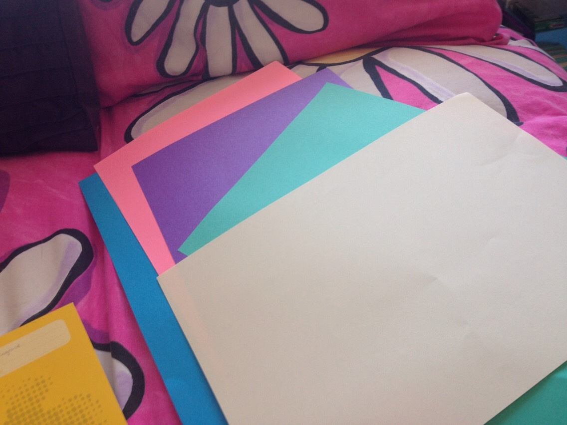 5 Sheets of coloured paper. Keep 1 coloured paper a side.
