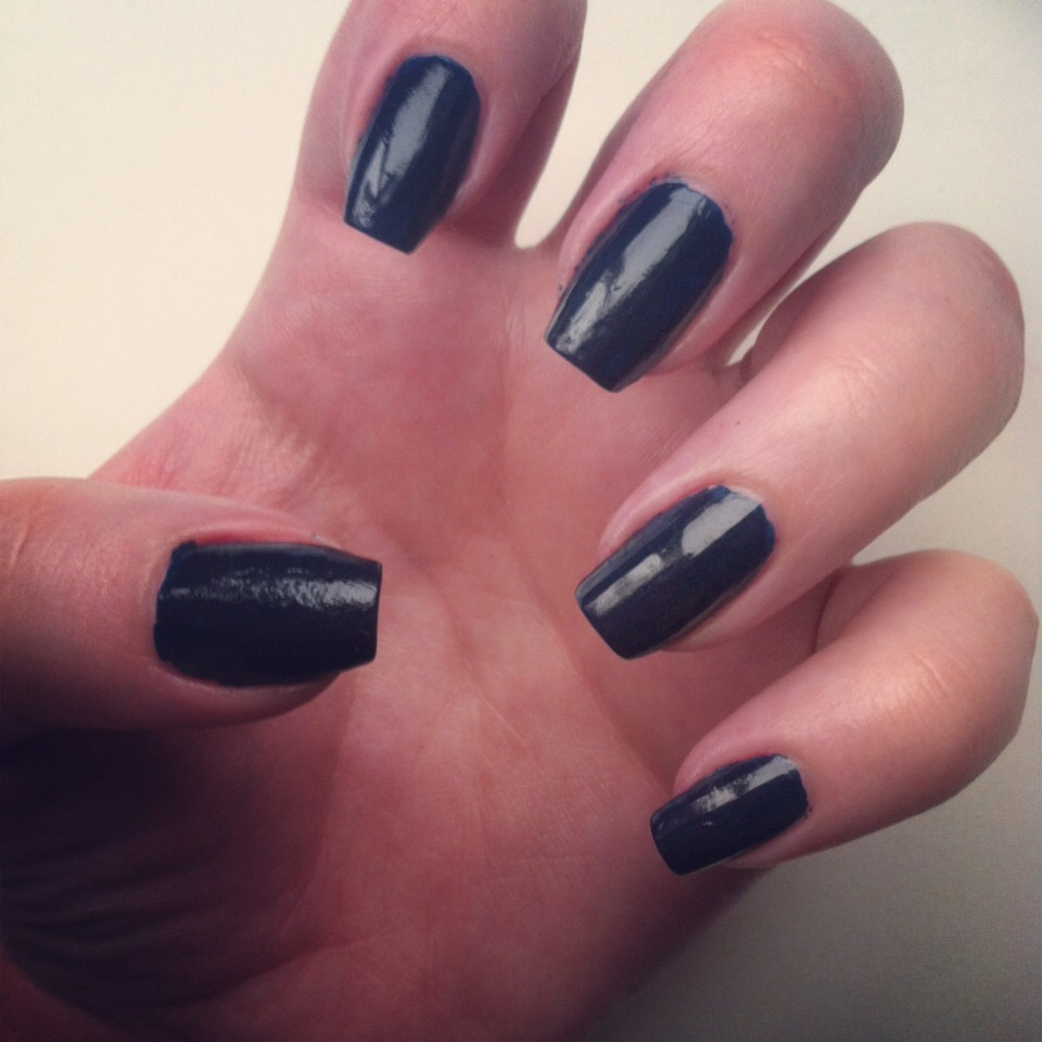 I added Classic for the blue stripes nailspiration! This would be a perfect navy blue for your stripes. 😊