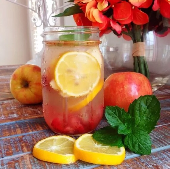 3. Beautiful Skin Detox Water  This lovely combo of lemons, strawberries, apple, mint, and cinnamon not only tastes great, it may also give you a glowing complexion! Recipe: http://www.blogilates.com/blog/2014/02/09/detox-water-for-craving-control-beautiful-skin/