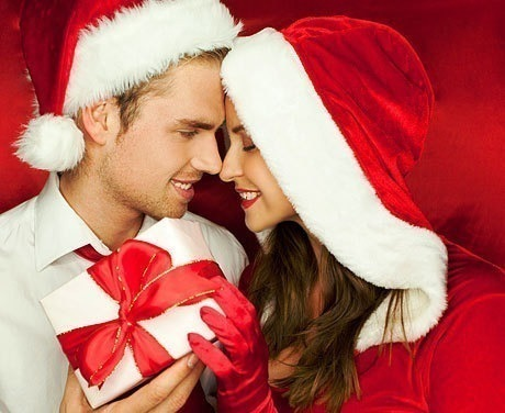 3. He gets you a sentimental gift💝 I mean not for Christmas, Valentine's day, or birthday. Just out of the blue like a Necklace or Ring then he is pretty serious about you🙊