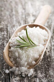 Dead Sea Salt Skin Benefits  The Dead Sea Waters contain 27% of various salts compared to the 3% found in normal sea water. Dead Sea Salts contain magnesium, calcium chloride, bromides, and potassium.