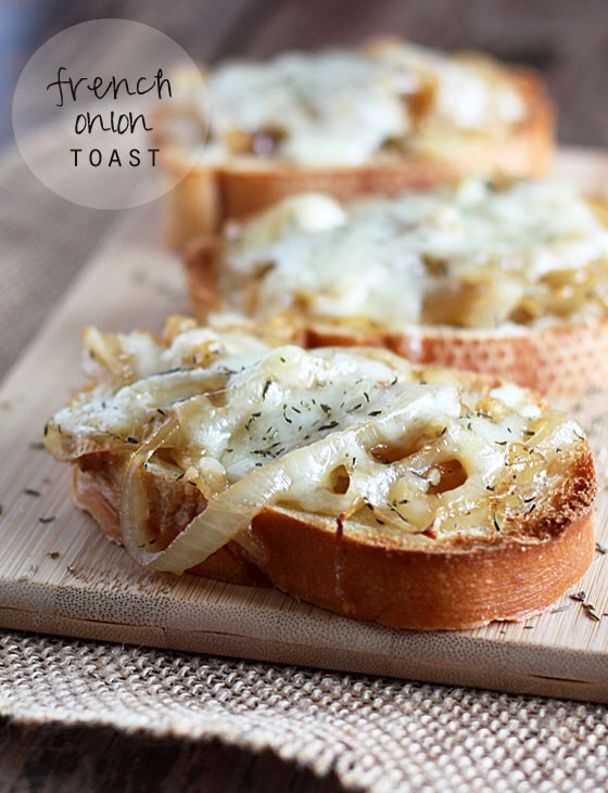 Toast? Delicious. Cheesy French onion soup? Incroyable! Now merge those two tasties together for a delectable appetizer (heck, I'd even gobble this up as my main course)!