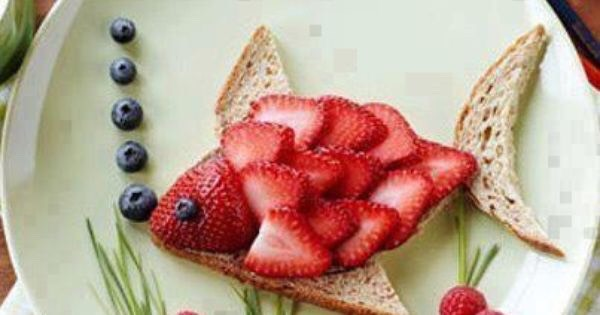 Strawberry blueberry and toast fish.