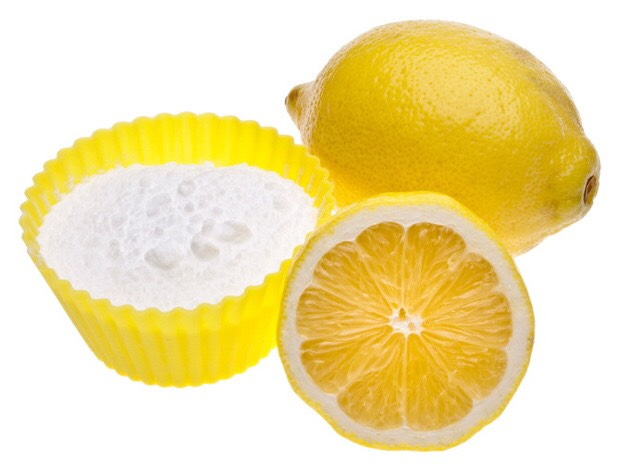 Twice a week, mix a teaspoon of baking soda with a squeeze of lemon juice and brush your teeth with it, before letting it sit on your teeth for one minute. This will remove stains and whiten your teeth amazingly.