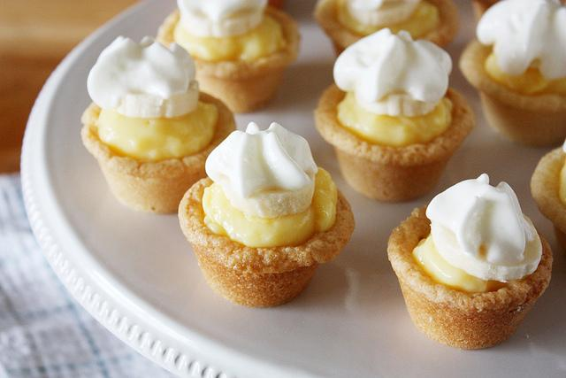 Delicious Mini Banana Cream Cookie Pies Yields: 24 mini pies