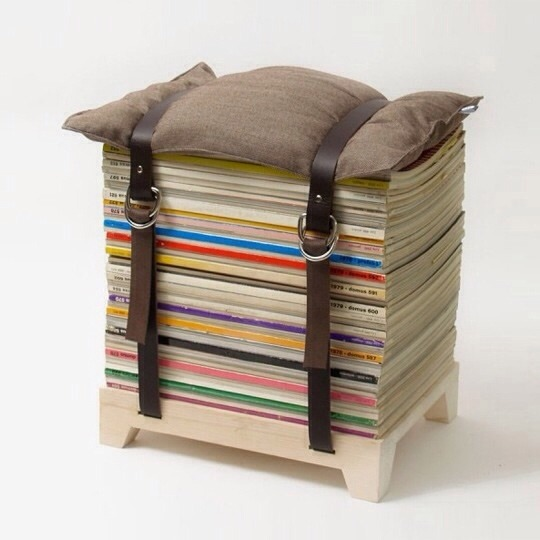 Make a Stool Using Old Magazines, Two Belts, and a Pillow Pls like 👍👍👍👍👍