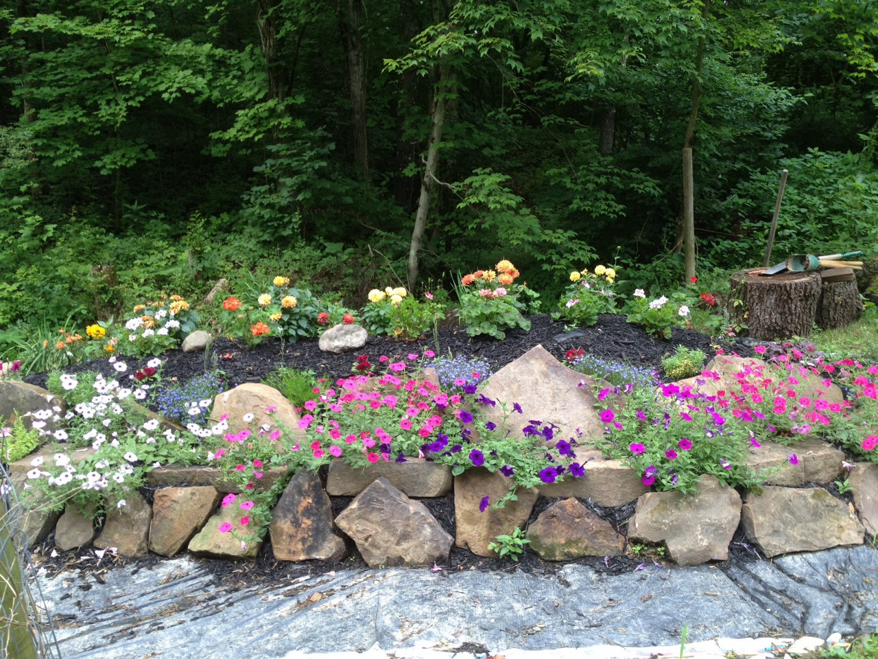 Rustic Flower Beds With Rocks In Front Of House Ideas 34 Decomg 34