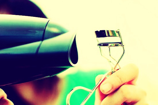 •Blow dry eyelash curlers till they are warm and curl lashes for long and fuller lashes.