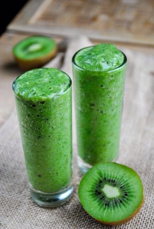 GREEN SMOOTIE This drink improves digestion, boosts immune system and haves cleansing properties!