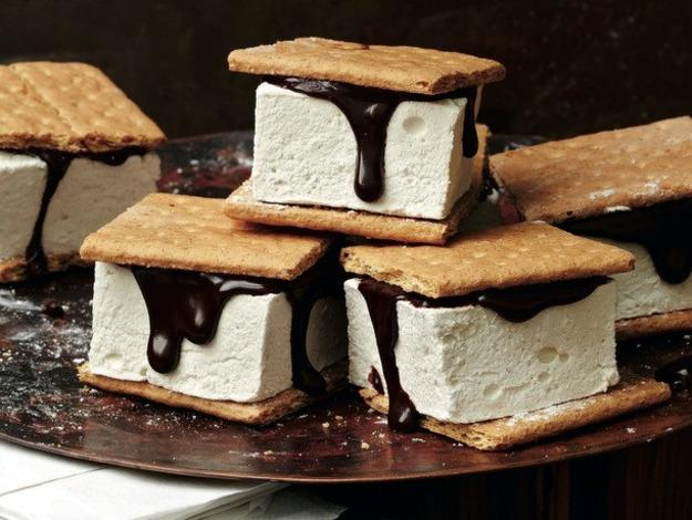 S'mores with maple-bourbon marshmallows. (Insert Homer Simpson drooling)  Recipe: seriouseats.com/recipes/2012/09/max-and-eli-sussmans-smores-with-maple-bourbo.html