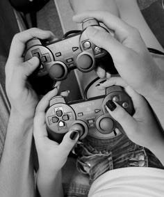 Playing games with your significant other 😍🙌