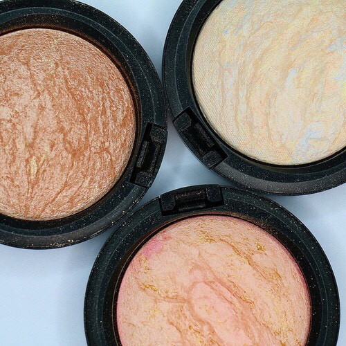 To highlight, use a powder like one of these to be applied in the middle of your bronzer and blush and or blush and concealer 💗 High end+drugstore options➡️