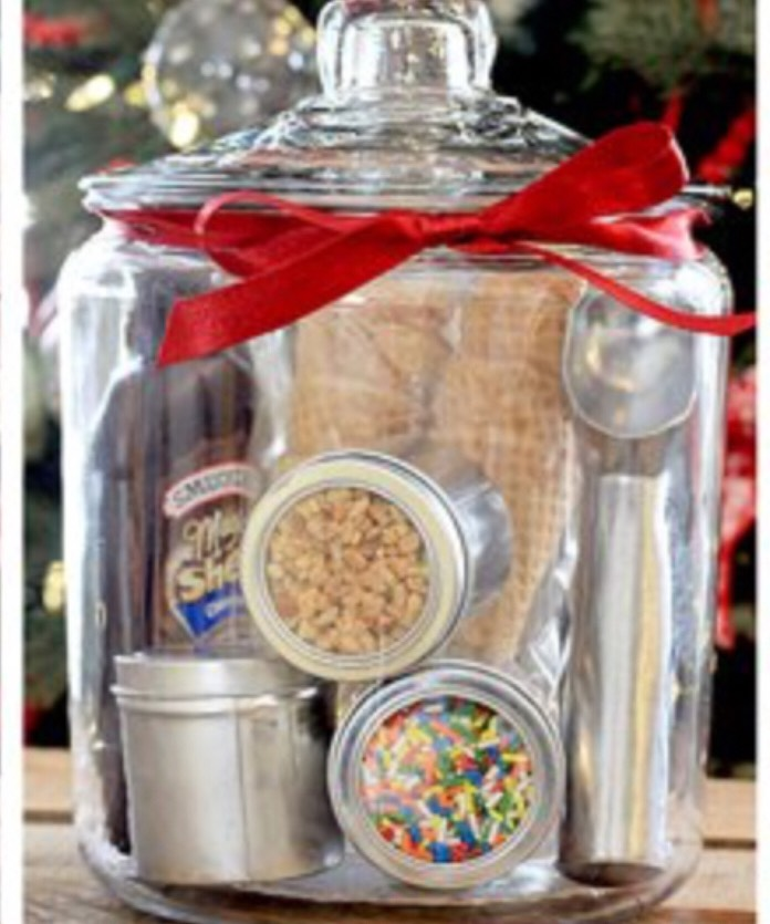 Ice cream in a jar Add some ingredients to make this delicious gift Jar! All you need is ice cream cones or mini bowls. Start adding chocolate or caramel syrup on the sides. You can finish off by adding toppings such as peanuts, sprinkles, or chocolate chips. Ice cream scooper can come in handy 🍦