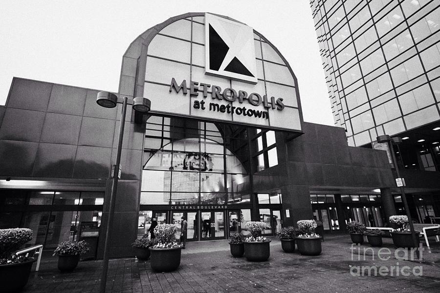 go shop at metrotown
