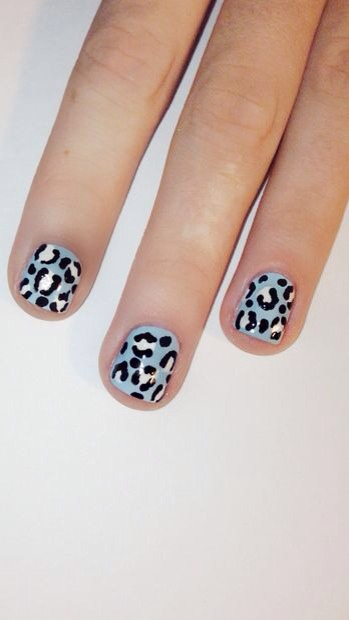 Here's how to do this cute and easy cheetah print nail art! All products used will be at the end of the tutorial. Enjoy! :)