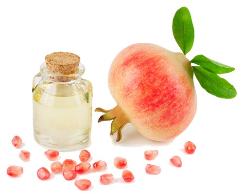 •Pomegranate Seed Oil For fine or thinning hair, Pomegranate seed oil can work miracles. It contains high amounts of punicic acid, which revitalizes your hair leaving it looking thick and shiny. It's also a great protector against chemicals and other environmental damage.