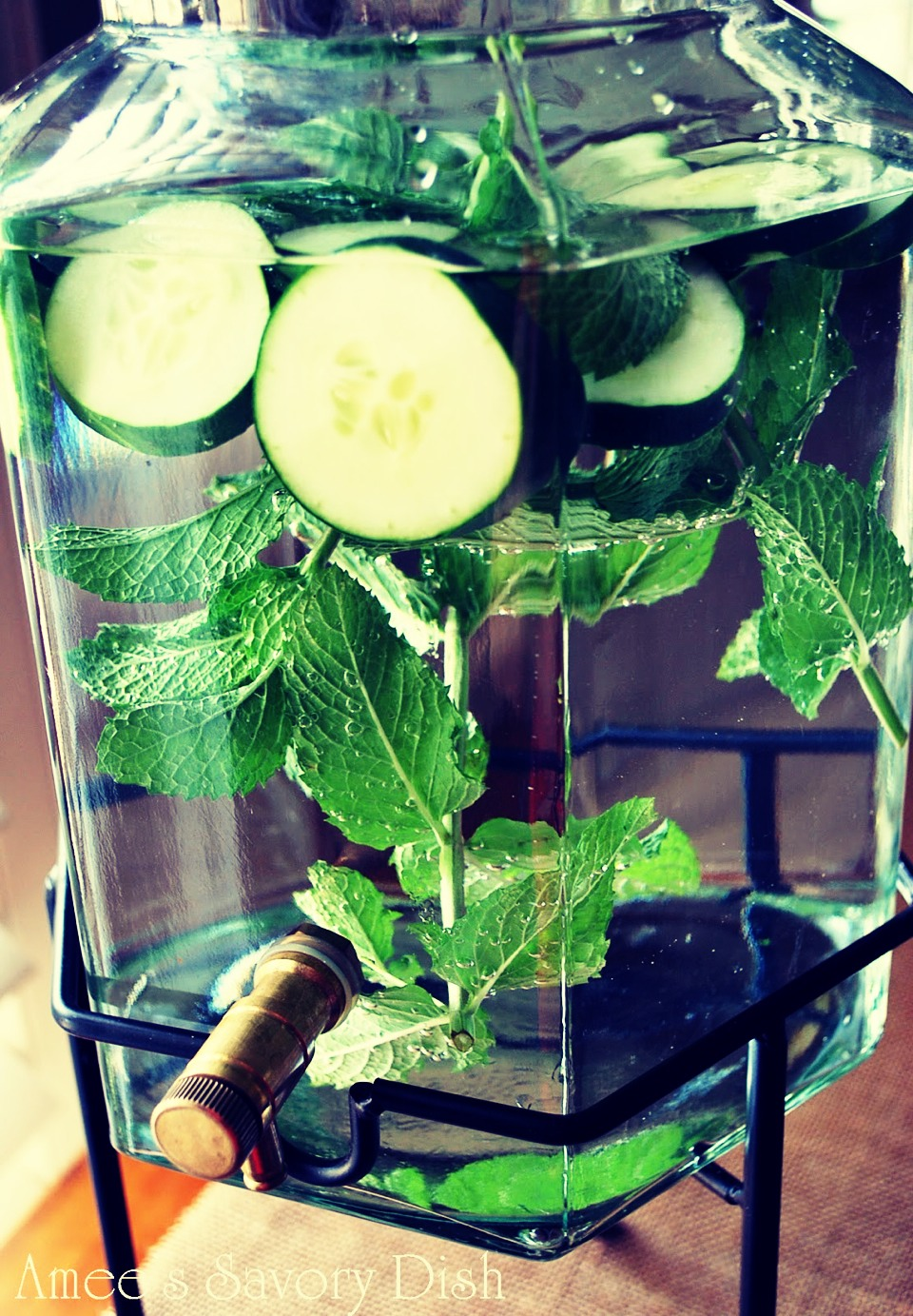 Minty cucumber lime :) - 1/2 a cucumber sliced  -1/2 a lime sliced  - 1/4 a cup of mint leaves