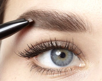 Step 4  Use a squared brow pencil in a suitable shape to fill in any bald or empty spots.