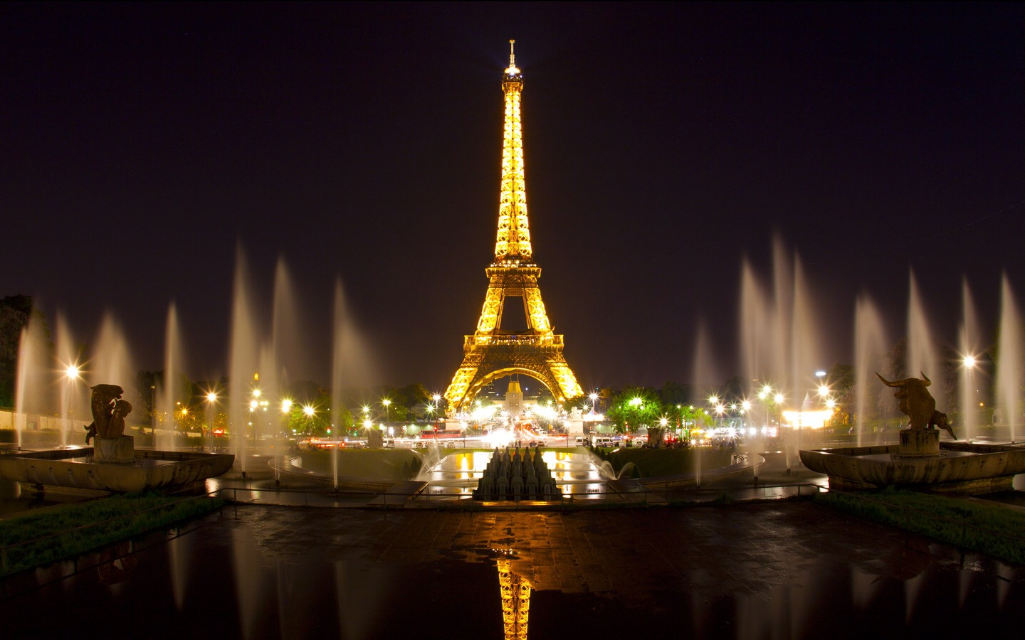 Paris: The city of romance. The perfect honeymoon destination. Despite being mostly popular for the Eiffel Tower, tourists and travel companies usually forget about some of the other attractions. These include: the Louvre Gallery, the castle of Notre Dame, and just generally the streets themselves.