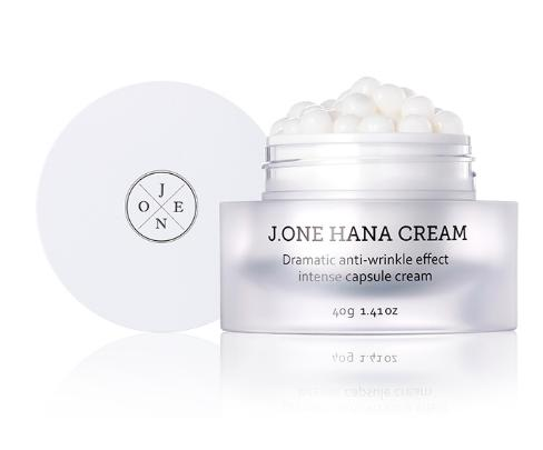 J.one Hana Cream is made up of tiny spherical capsules (that contain pure ingredients like zhi mu plant extract) and gives skin a visibly smoother and softer texture.