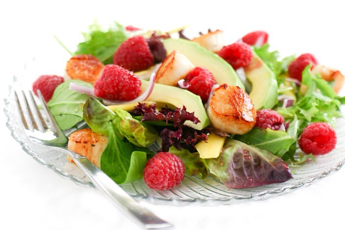 Raspberry and Scallop SaladThis salad incorporates all the tastes of summer in one bite! Raspberries, mangos, and avocados on a bed of mixed greens — all topped with some beautiful seared scallops — sounds just about perfect!