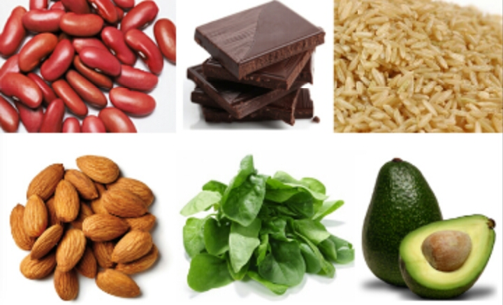 "Do eat magnesium-rich foods ""Foods rich in magnesium like beans, tofu and peanuts are thought to reduce bloating in menstruating women,"" Thomas says."
