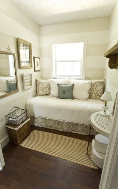 Day beds can be quite handy. Cute little room