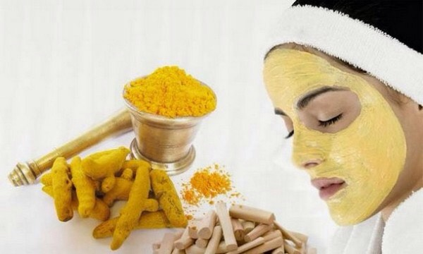 Apply the mixture onto your face with circular motion, remember: Turmeric acts as a natural exfoliator 👌🏼then leave it for not more than half an hour.
