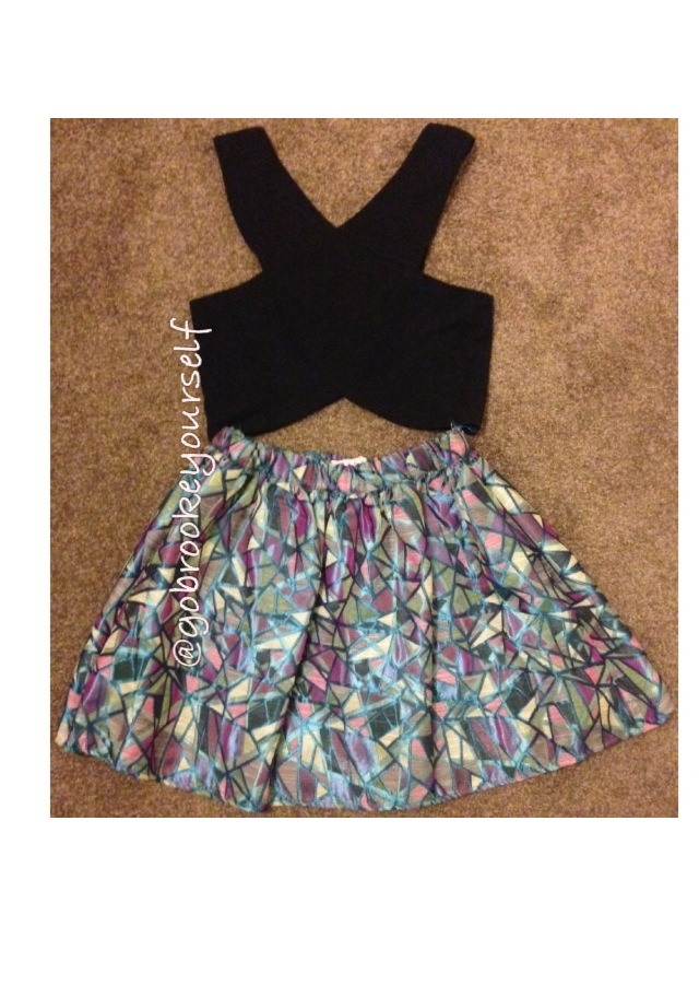 Everyone needs to own a 'flare-y' skirt! So cute! You can 'sexy' it up with a revealing top like so! ^