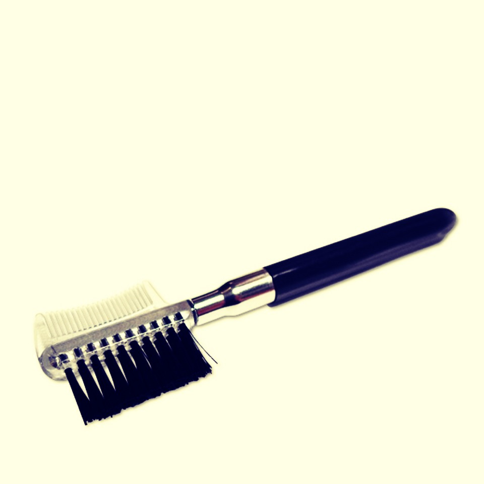 To apply the baby powder I suggest you use an eyelash brush. This is probably the most easiest and quickest way