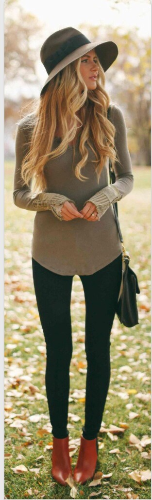 (This was taken People Magazine from their Fall theme and Thermal section.  This basically has it all, the grey sweater, jeans and country themed cowboy boots, chain black bag AND a wide brim matching grey hat; it looks so breath-taking! Super pretty!)