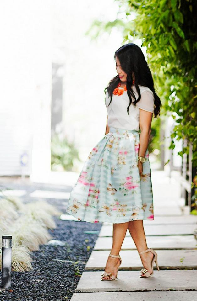 Knee-Length Skirts Spring is the best time to show ur legs. But before u rummage the mall for mini skirts, know that knee-length skirts have made a big fashion comeback. As such, it is essential that u know how to make a fashion statement with season's hottest trend that is the knee-length  skirt.