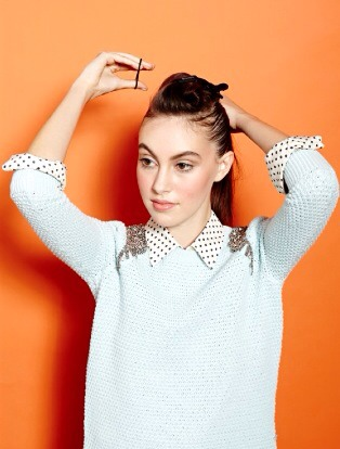 Take the loose hair and fasten it into a tight ponytail right at the center of your hair.