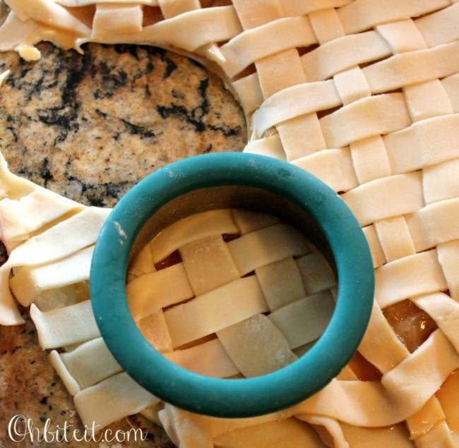 reate a lattice crust (just like on a pie) for the top of the pie filling.