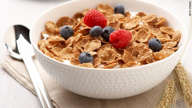 If like me, you get up super early yet are always starving... Try granola. I've always had it without milk however I recently tried it with soya milk and it is much sweeter   -carbohydrates ✔️ -fats✔️ -fibre✔️ -protein✔️