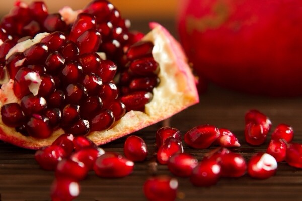 6⃣POMEGRANATE is pretty prevalent in skincare products so you won't have a lot of trouble finding it. Pomegranate is well known for its ability to boost skin cell turnover & regeneration so you can count on healthy & beautiful skin your entire life.