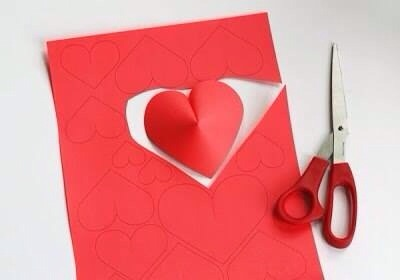 Draw on red paper different size of hearts