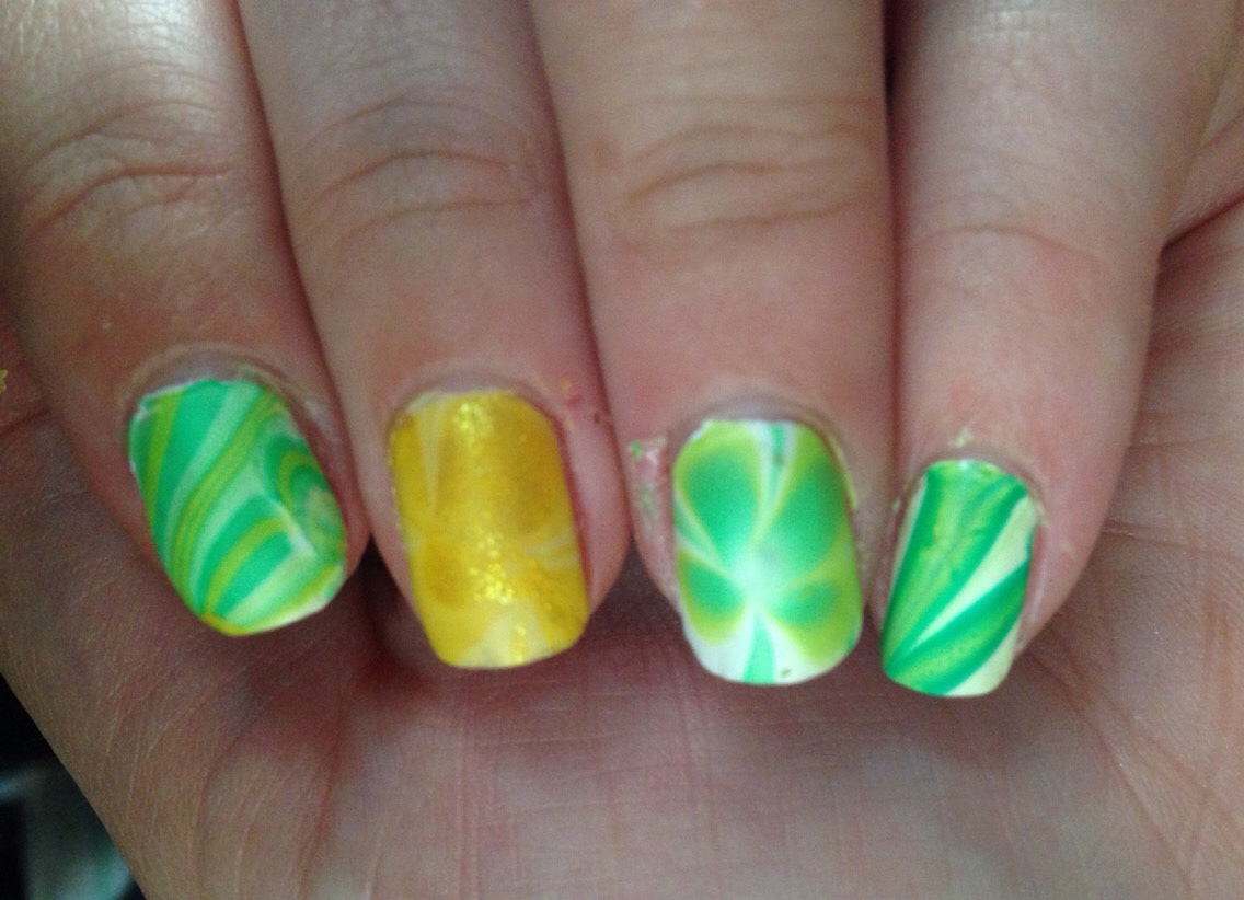 St Patrick's day clovers and pot of gold accent 🍀 -- water marble !