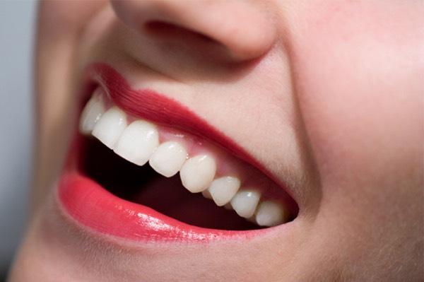 Keeps lipstick off teeth 😁