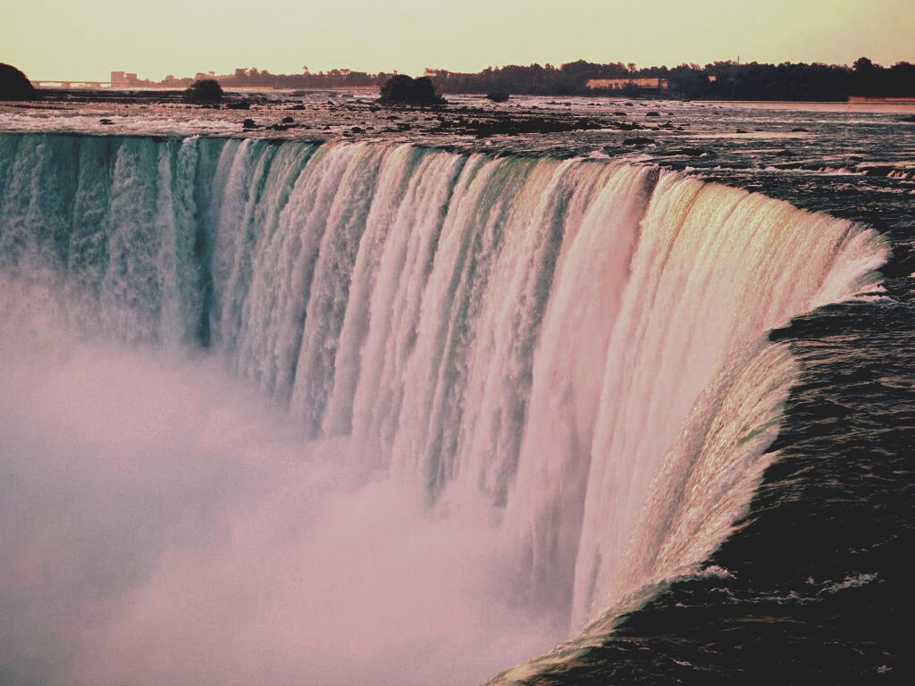 ~Niagara falls🌊 A wonderful destination where the views are breath taking. Bring your coats because it's quite chilly. A romantic place for couples in love waiting for that perfect time to make the move this is the place you want to come. It is beautiful and very gracious.