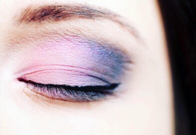 This is the pantone color of the year eyeshadow look form the Modern Watercolor pallet. The two shades used are rose quarts and serenity.
