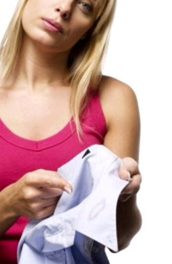 1. Remove Clothing Stains  Toothpaste is an excellent ingredient for removing lipstick stains, ink and even grass stains from your clothing. You just have to put some toothpaste on the stain, ensuring that you cover it well. Then simply fold the fabric over and rub it vigorously. Rinse with water.