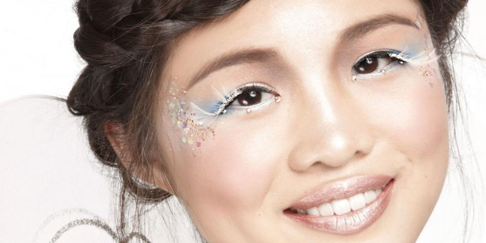 👼Take a classic angel costume to the next level with our super simple Halloween makeup tutorial.This heavenly look is so pretty. You'll still feel flirty even though you're wearing a costume.👼
