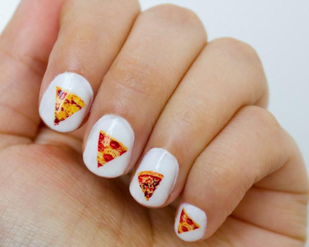 26. Decals to throw a pizza party on your nails.