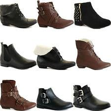 For casual, everyday use, choose flat ankle boots or with a small heel. These tend to be more comfortable for work, study, or play, and project a daytime look.