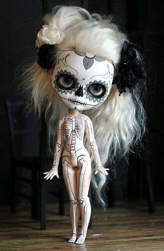 I love pullip dolls. There's so many ways to customize them and turn them into a piece of art.