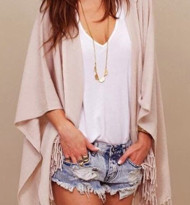 13. KIMONO AND CUTOFFS These pale pink kimono is gorgeous and the cutoffs add a grungier touch.
