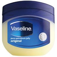 Apply the Vaseline petroleum jelly onto your eyelashes