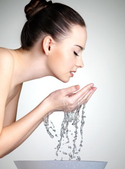 --> Finish by rinsing your face with cold water and following up with moisturizer.