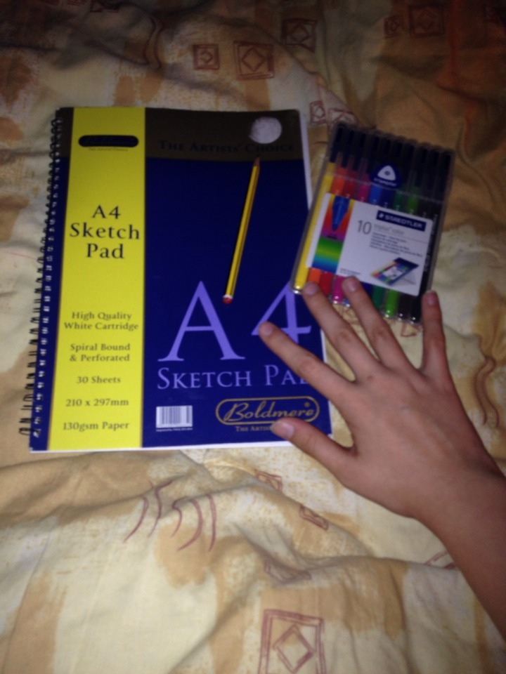 You will need: •A sketch pad/plain paper •Felt tip pens or markers • A pencil •Your hand!